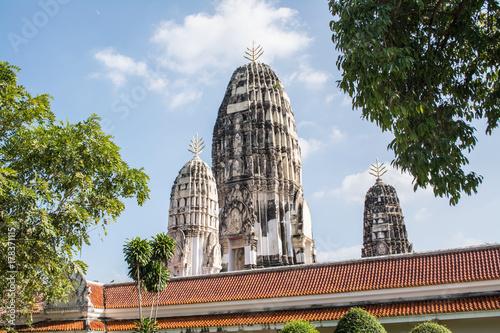 Plakat Miejsca kultu Wat Mahathat. Świątynia jest w prowincji Ratchaburi w Tajlandii.