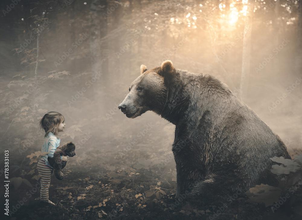 Fototapety, obrazy: Little girl and bear
