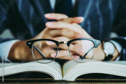 Fotografía  本と眼鏡 ビジネスイメージ