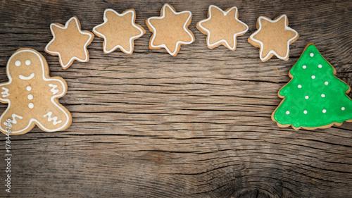 Zdjęcie XXL Bożenarodzeniowi ciastka na drewnianym tle