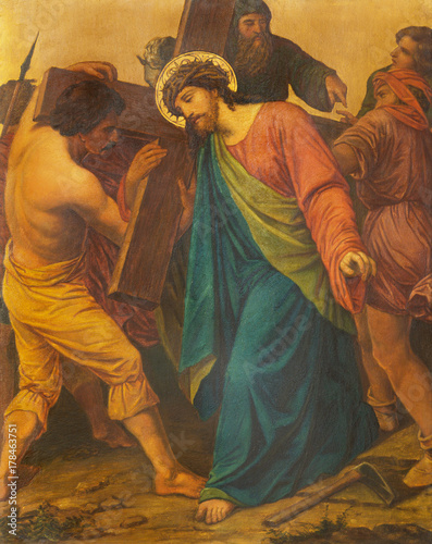 Photo LONDON, GREAT BRITAIN - SEPTEMBER 17, 2017: The painting Jesus is helped by Simon of Cyrene to carry his cross in church of St