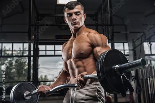 Plakat Atrakcyjny, wysoki, muskularny kulturysta, ciężki, deadlifts, w, moder, centrum fitnesu.