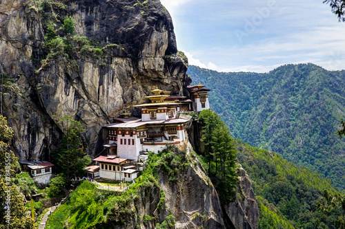 Photo View to Famous Tigers Nest Temple in Bhutan
