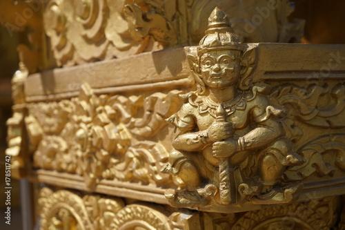 Plakat Rzeźba jest dziełem tajskich rzemieślników. Głównie w świątyniach.