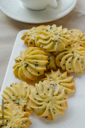 Plakat Domowe ciasteczka z masłem sezamowym na czas przerwy.