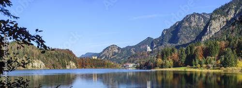 herbstliche Natur am Alpsee bei Füssen #178522395