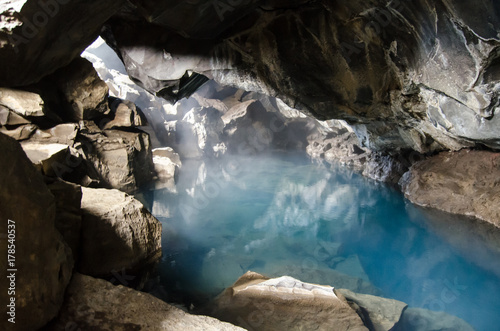 Foto  Cave Grjotagja, iceland