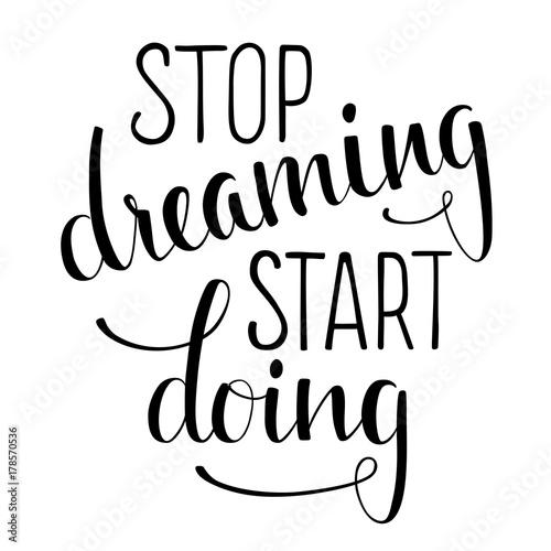 stop-dreaming-start-doing-recznie-rysowany-inspirujacy-cytat
