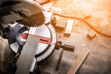 Wood And Sawing Machine Constr...