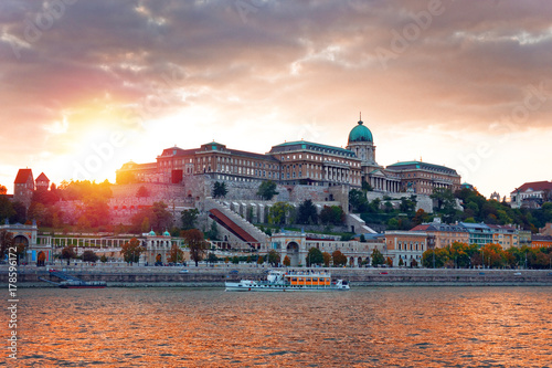 Montage in der Fensternische Budapest Buda Royal Castle in sunset, Budapest, Hungary