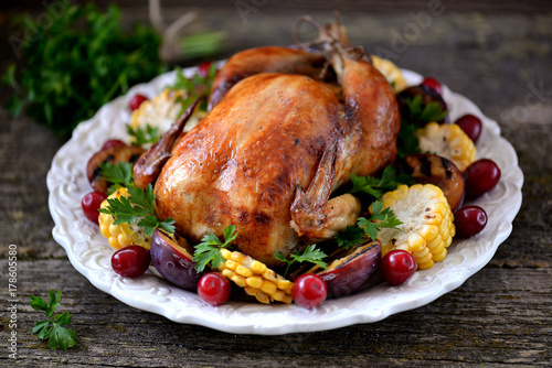 Poster Fleur Grilled chicken on Thanksgiving day with corn, plum, dogwood and parsley.
