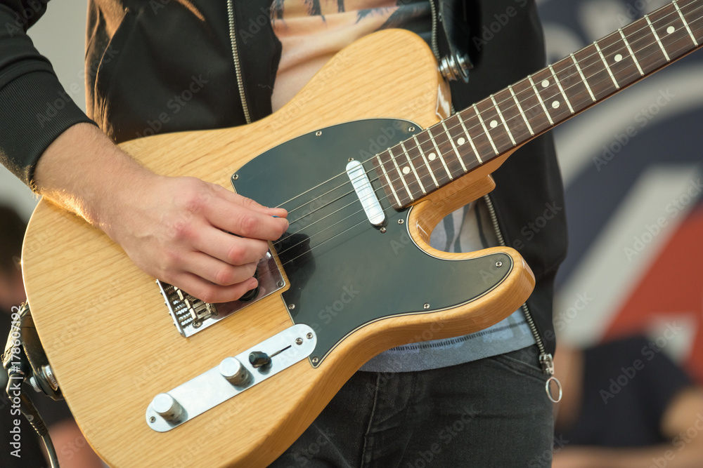 Photo Art Print Man Playing Electric Guitar Close Up Europosters