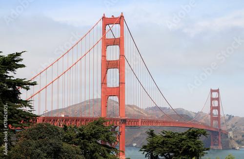 czerwony-most-wiszacy-nad-ciesnina-golden-gate