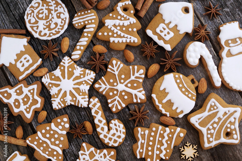 Fotografie, Obraz Homemade Christmas cookies on a wooden background