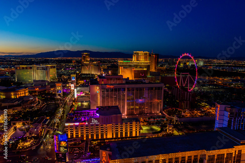 Photo sur Toile Las Vegas Aerial view of Las Vegas strip in Nevada at night - USA