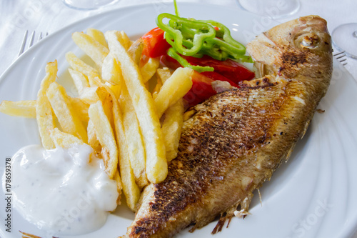 Fototapeta grillowana ryba