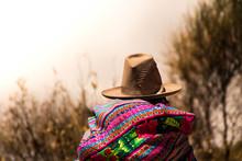 Cholita En Los Campos De La Ciudad De Hueraz En La Cordillera Blanca Perú