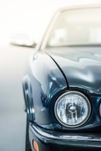 Scheinwerfer Eines Autos, Klassiker Im Sonnenlicht