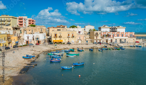 Photo Old harbour in Bisceglie, Puglia, southern Italy.