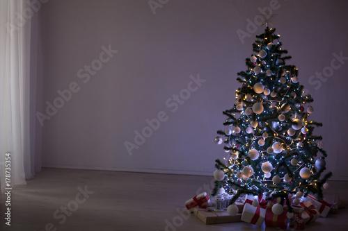 In de dag Retro Christmas Decor Christmas tree with Christmas Garland