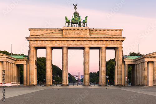 Photo  Brandenburger Tor in early morning light