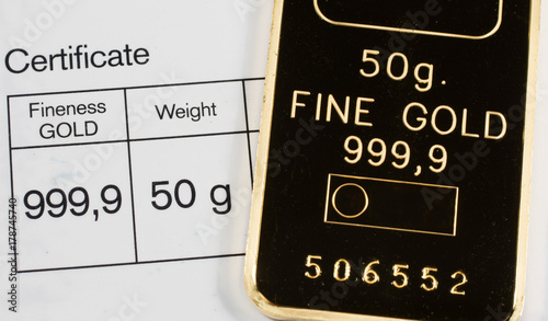 Photo Minted gold bar weighing 50 grams with certificate