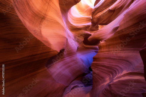 Foto op Plexiglas Antilope Light beam through Lower Antelope, Page, Arizona
