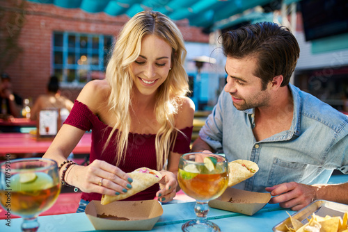 In de dag Kruidenierswinkel romantic couple eating street tacos at outdoor mexican restaurant