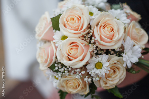 bridal-bouquet-and-rings-on-the