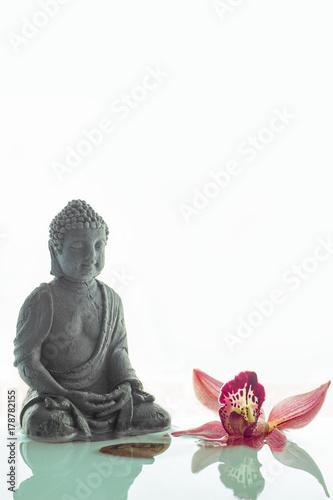 Plakat Buddha w wodzie z orchideą