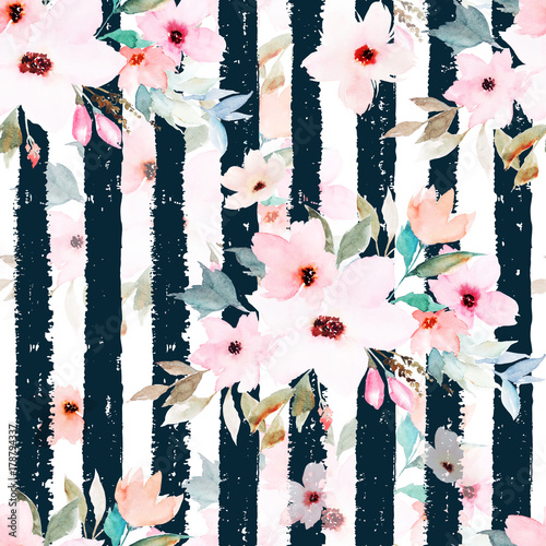 Foto  Watercolor seamless pattern on striped background. Floral print