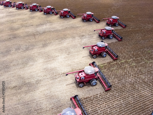Photo Mato Grosso, Brazil, March 02, 2008: Mass soybean harvesting at a farm in Campo