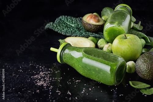 Fototapeta Zielony Smoothie i składniki