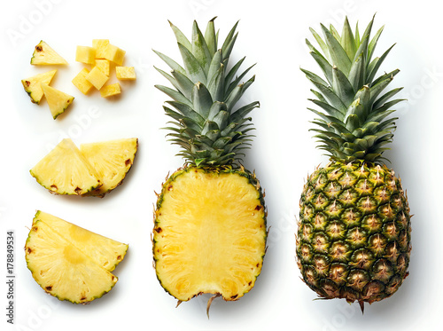 Spoed Foto op Canvas Vruchten Fresh pineapple isolated on white background