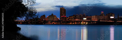 Night scene of urban Albany from Rensselaer docks across Hudson River Tablou Canvas