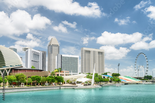 Photo  Scenic view of modern buildings and Marina Bay in Singapore