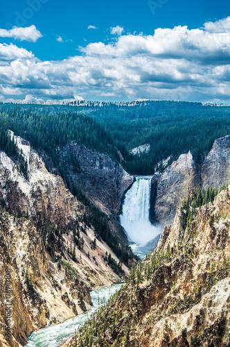yellowstone-falls-w-parku-narodowym-yellowstone-wyoming-stany-zjednoczone-widok-z-gory