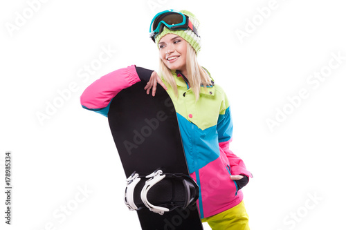 Foto  pretty young blonde woman in colorful snow coat hold snowboard