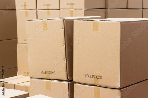 Valokuva  Cargo in cardboard boxes. Wall of boxes