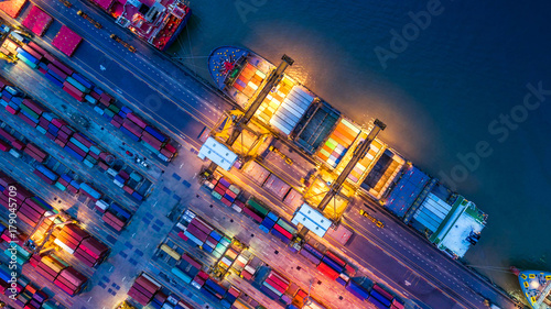 Fotomural  Container ship in import export and business logistics, By crane, Trade Port, Sh