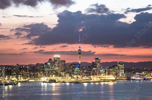 Fotografia  Stunning sunset over Auckland in New Zealand