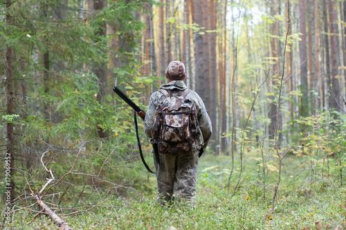 Foto op Aluminium Jacht hunter in the woods
