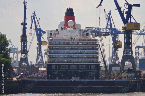Photo  Kreuzfahrtschiff im Trockendock