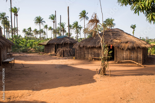 Poster Afrique West africa Guinea Bissau - West africa Guinea Bissau Bijagos Islands - a traditional African village, houses with palm leave
