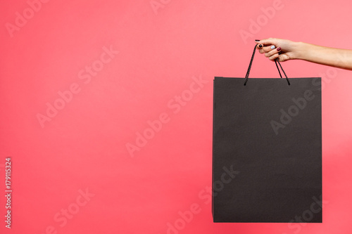 Fotografiet  woman holding black shopping bag