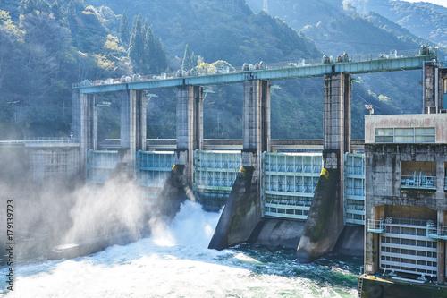 Fotobehang Dam 瀬戸石ダム 放流