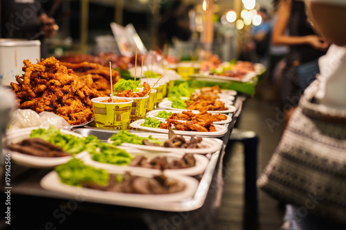 Foto op Canvas Bangkok Fried Chicken Stall In Thai Market
