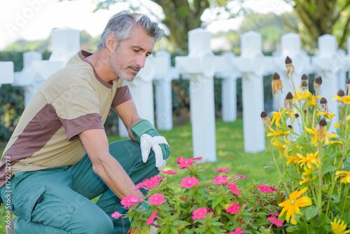 Keuken foto achterwand Begraafplaats cleaning the burial ground