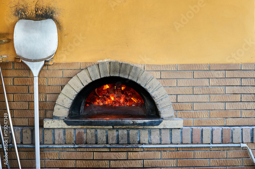 Papiers peints Affiche vintage wood-burning oven for cooking pizza