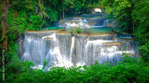 Foto op Plexiglas Groene Huai Mae Khamin Waterfall in Kanchanaburi, Thailand